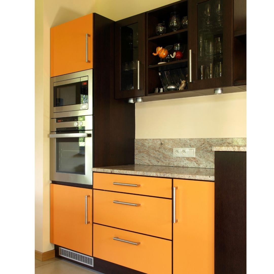 очень маленькая кухня +с холодильником