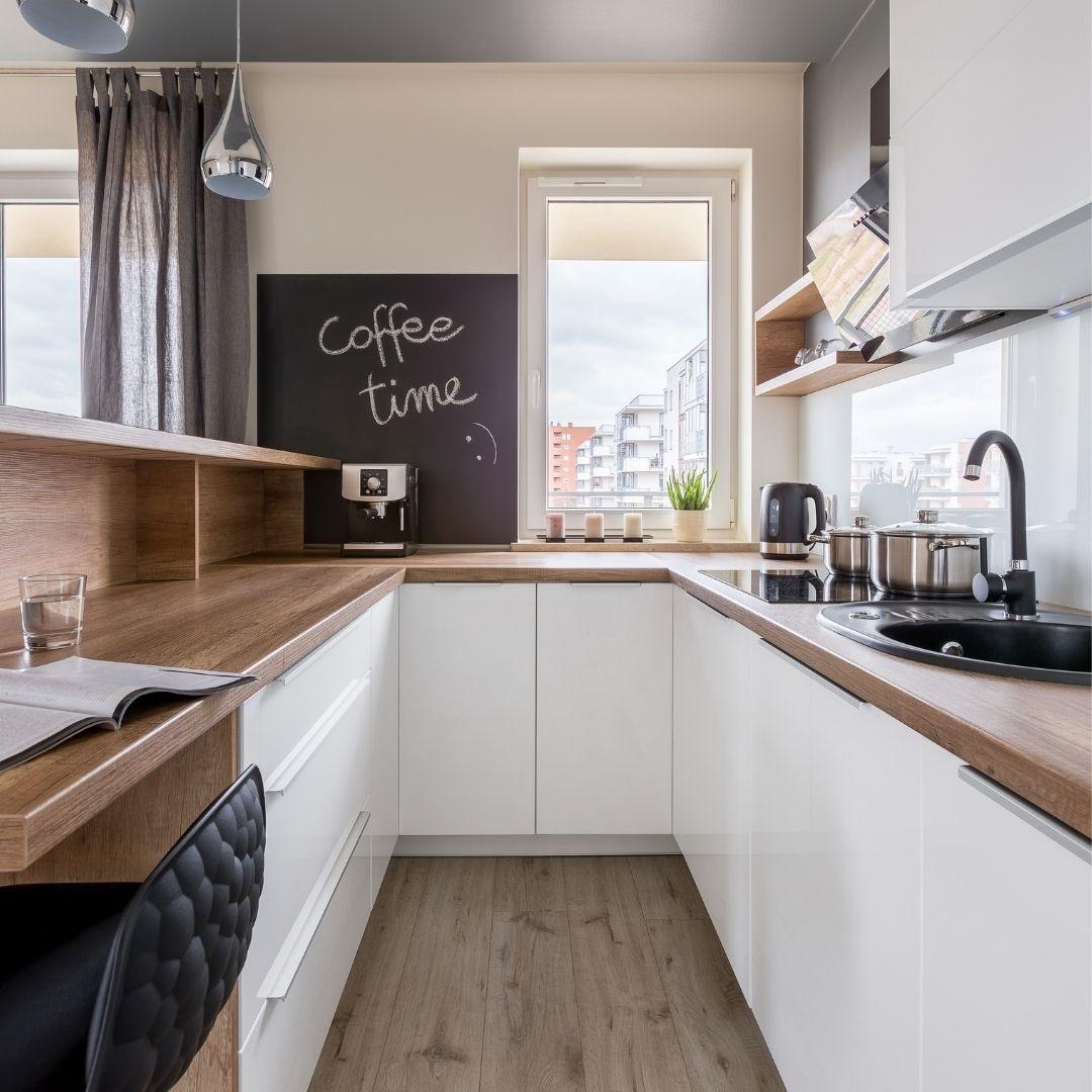 П-образная планировка малогабаритной кухни со встроенной обеденной зоной